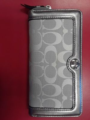 GENTLY used silver metallic accordion signature Coach women's wallet for Sale in Fresno, CA