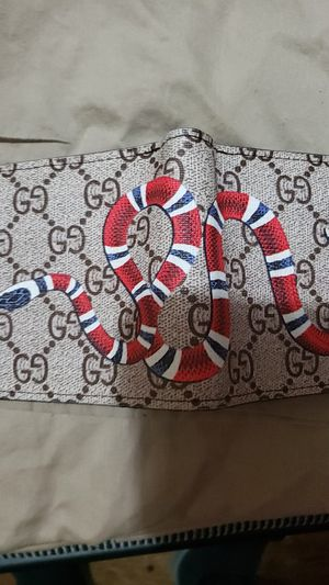 Gucci snake wallet for Sale in Astoria, OR