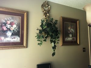 Plant holders and pictures for Sale in Lithia Springs, GA