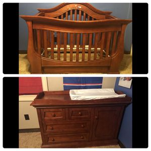 Davenport Convertible Crib and dresser/changing table for Sale in Las Vegas, NV