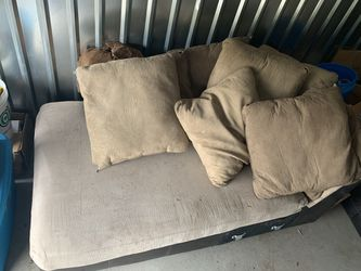 Sectional couch with chase for Sale in Prineville,  OR