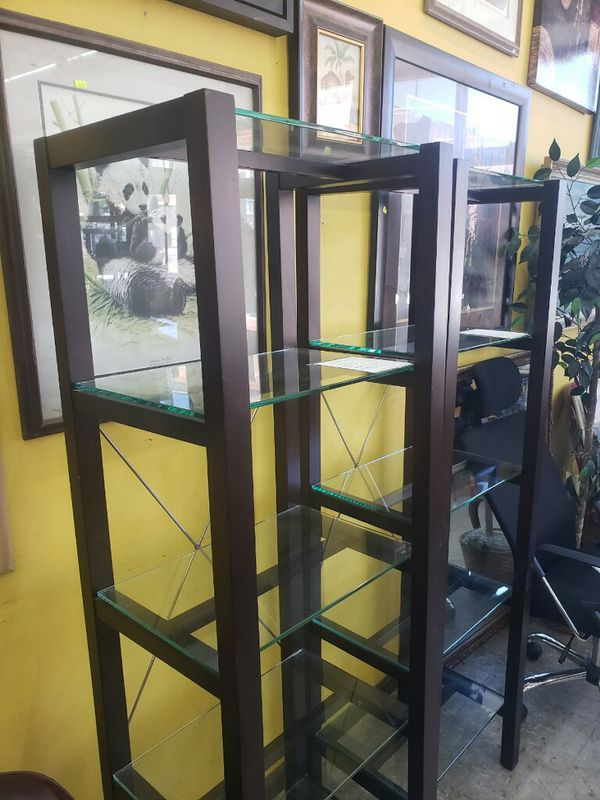 Upright shelving unit