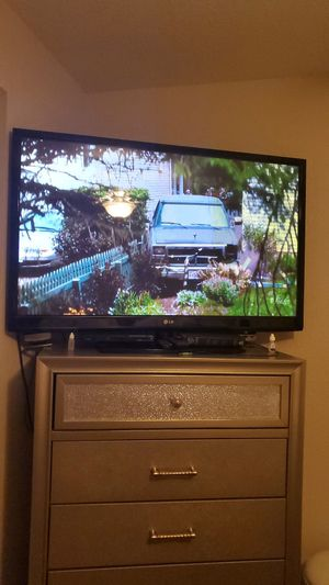 55 inch LG flat tv w/remote for Sale in Houston, TX