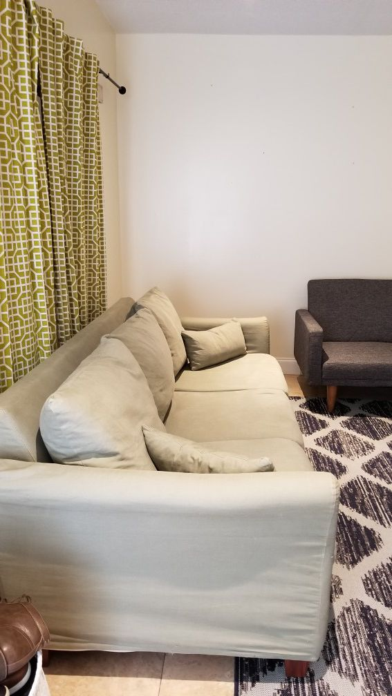 Comfy couch with washable covers!