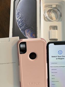 Apple iPhone XR - Verizon unlocked -64Gig - With original packaging & charger - Also Otter Box Protective Cover & Screen Protector - GREAT CONDITION for Sale in Coronado,  CA