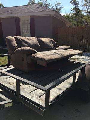 Good condition oversized recliner loveseat for Sale in Montgomery, AL
