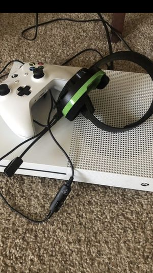 Xbox one s almost like brand new for Sale in Alexandria, VA
