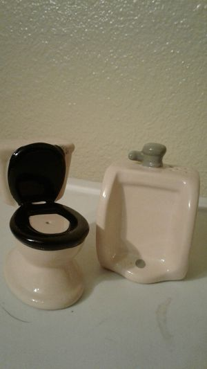 Toilets and urinal salt and pepper shaker set NWOB for Sale in Tempe, AZ