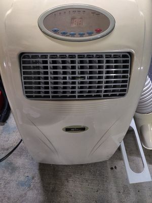 300sqft 9000BTU Royal sovereign air conditioner for Sale in Seattle, WA