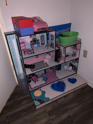 LOL doll house with dolls and all accessories pictured for Sale in Edmond, OK