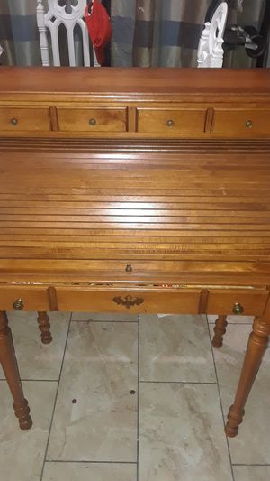 Tell City Young Republic Solid Rock Maple Roll Top Desk #877 for Sale in Fresno, CA