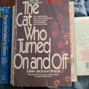 The Cat Who Turned On And Off Lillian Jackson Braun, Paperback for Sale in Kent, WA