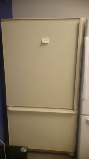 Amana cream color bottom freezer fridge for Sale in Cleveland, OH