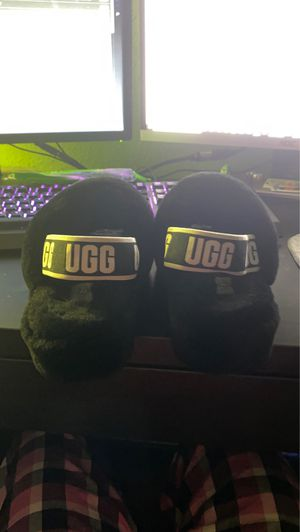 UGG SLIPPERS WORN TWICE for Sale in Orlando, FL