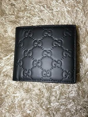 Gucci Black Signature GG Wallet for Sale in Queens, NY
