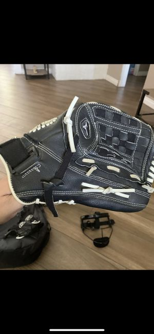 Softball fast pitch glove for Sale in Rialto, CA