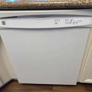 Kenmore dishwasher 665.13002N510 for Sale in Missouri City, TX