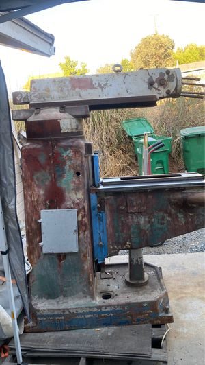 An acra milling machine that has all the parts except motor for Sale in Riverside, CA