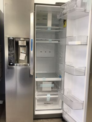 LG REFRIGERATOR - SIDE-BY-SIDE - 26.1 cu. ft. $950 for Sale in Buena Park, CA