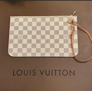 LOUIS VUITTON POUCH NEW for Sale in Fresno, CA
