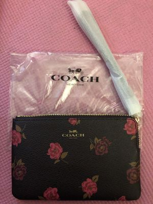 New Coach wristlet for Sale in Boston, MA