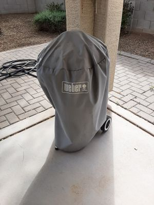 Nice Weber Grill w/40# Bag of Lump Charcoal for Sale in Chandler, AZ