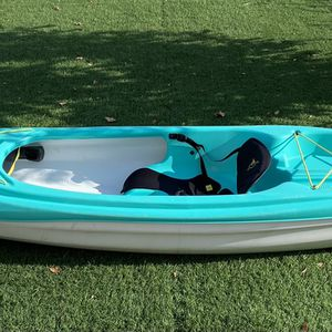 Pelican Sit-Inside Kayak w/ paddle 10 Feet Long for Sale in Elk Grove, CA