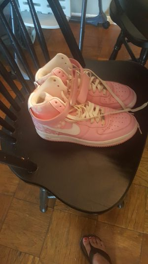 Pink shoes Nike .. for Sale in Alexandria, VA