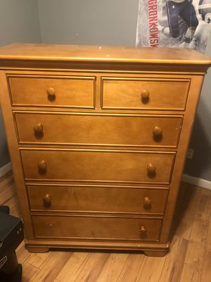 Free dresser for Sale in Coral Springs, FL