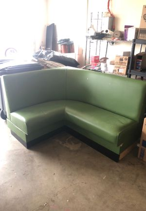 NICE Corner couch. Perfect for any corner or small dining table for Sale in Highland, MD
