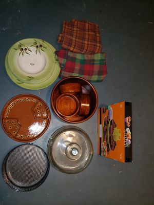 Plates, salad bowl set, oven pan, cupcake stand, and cake/bread displayer for Sale in Rockville, MD