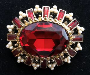 2 1/2 inch wide by 1 1/2 inch brooch pin pendant - gold tone with red stones and faux pearls for Sale in Bothell, WA