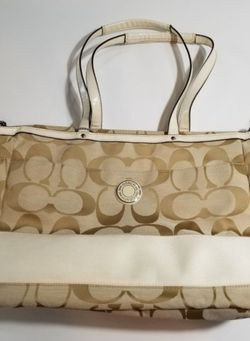 Coach shoulder bag purse for Sale in Sherwood,  OR
