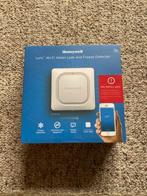 Honeywell WiFi water leak and freeze detector for your water heater for Sale in Los Angeles, CA