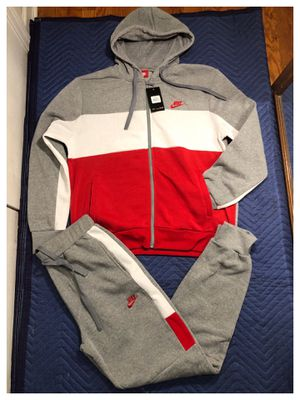 Nike sweatsuit size xl, 2xl and 3xl for Sale in Clifton, NJ