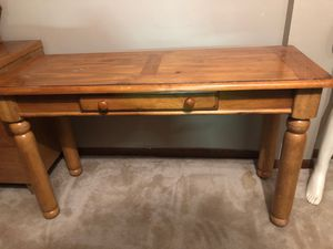 Value city furniture American signature console table for Sale in Galloway, OH