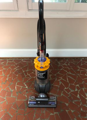 Dyson Ball multi floor vacuum cleaner for Sale in Clayton, NC