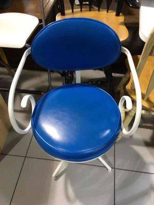 Table and chair for Sale in Pompano Beach, FL