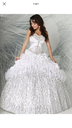 Quinceanera dress Q by Davinci for Sale in Miami,  FL