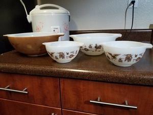 Vintage Pyrex Mixing Bowls for Sale in Murrieta, CA