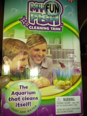 Self cleaning fish tank for Sale in East Saint Louis, IL