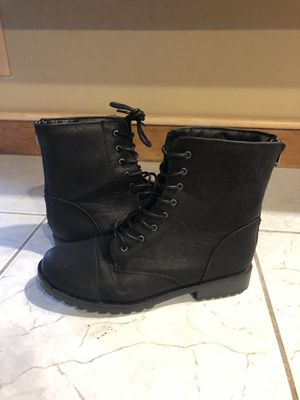 Cat and jack size 4 girls boots for Sale in Haverhill, MA