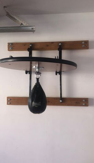 Speed bag wall mount with speed bag for Sale in Los Angeles, CA