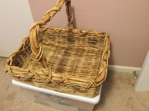 Rattan large basket for Sale in Fort Myers, FL