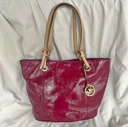Michael Kors Leather Purse for Sale in Lynnwood,  WA