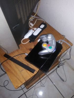 Nintendo Wii console with 2 games including smash bros. Brawl for Sale in Miami, FL