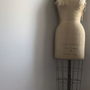 FEMALE PROFESSIONAL DRESS FORM WITH COLLAPSIBLE SHOULDERS for Sale in Leesburg, VA