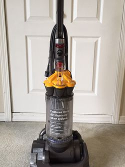 Dyson DC 33 Vacuum Cleaner for Sale in Seattle,  WA