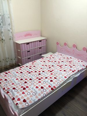 Princess twin bed and dresser with 6 drawers for Sale in Kennewick, WA