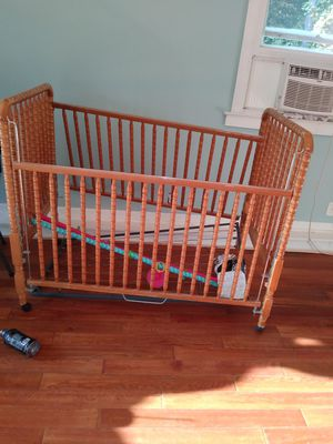 Baby crib and mattress for Sale in Lawrenceville, GA